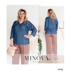 Женская стильная рубашка батал с ярким принтом-синий